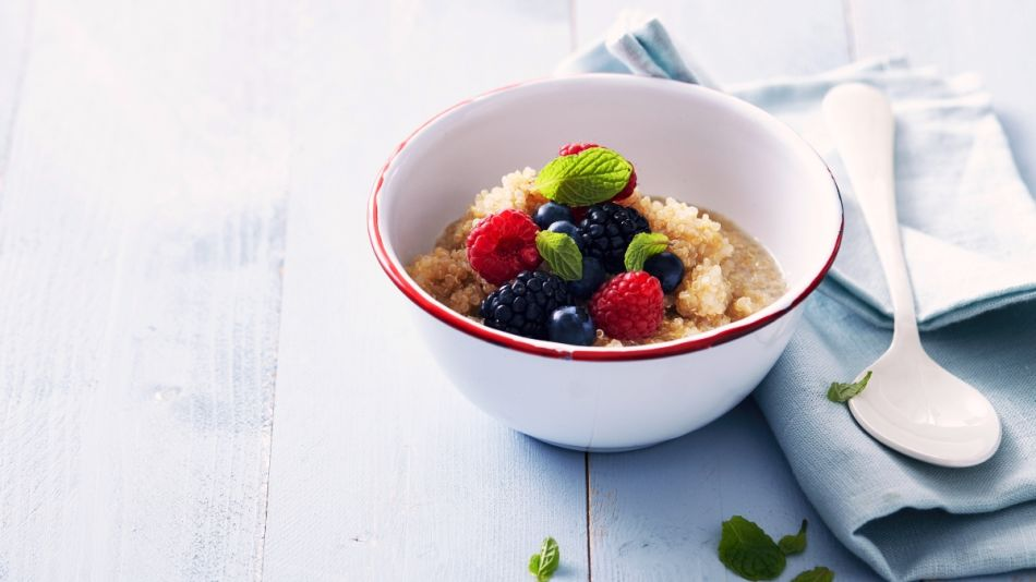 Quinoa Porrdige mit Beeren - Quinoa porridge with red berries