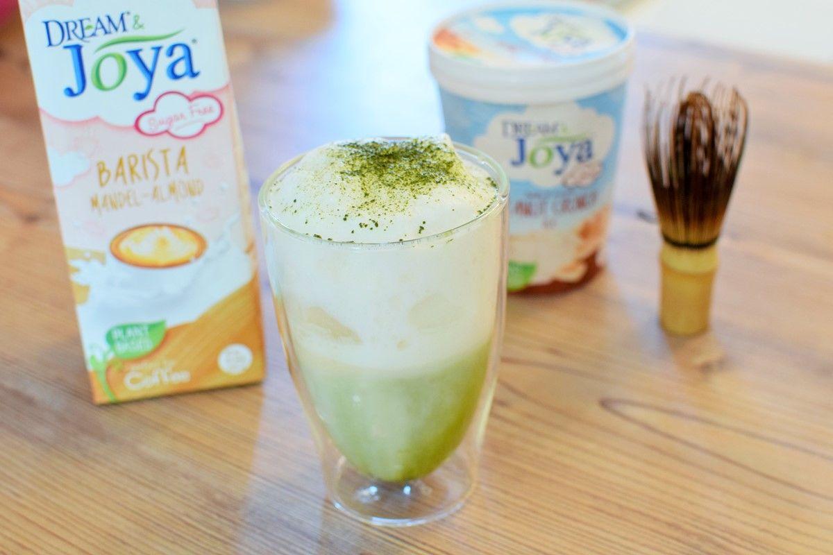 Matcha-Mandel-Shake-Zutaten - Zutaten für Matcha-Mandel Shake mit Mandel Barista Drink - © Vegandreams