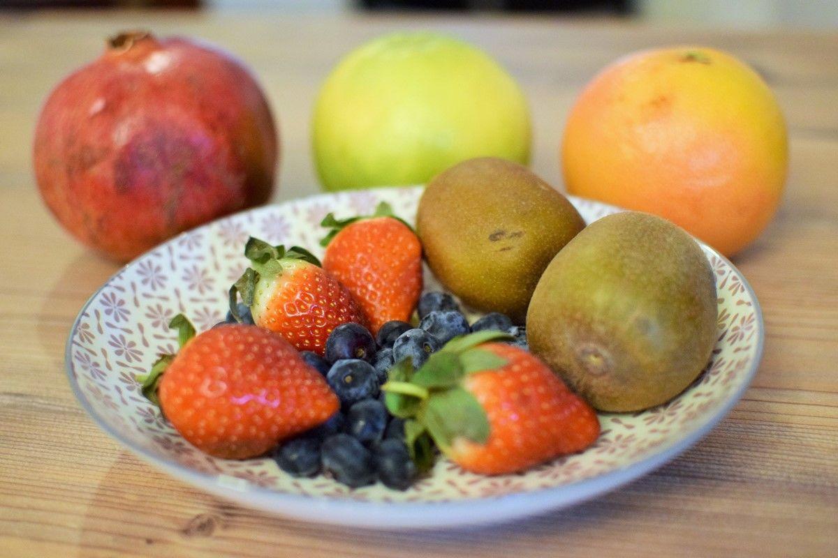 Suesses-Kokos-Sushi-Zutaten - Früchte für süßes Kokos-Sushi - © Joya