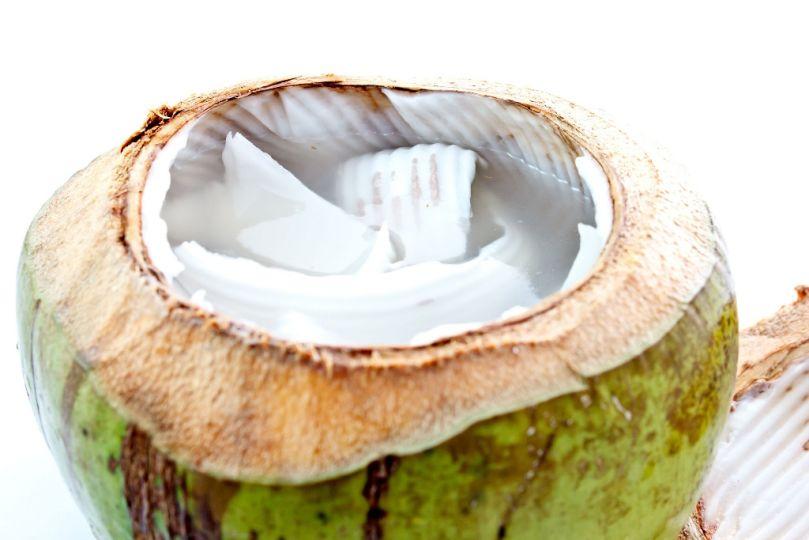 Benefits-of Coconut-Water-(c)-John-Revo-Puno-(CCBY2.0) - © John-Revo-Puno-(CC BY 2.0)